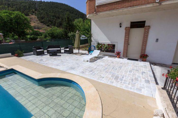 REalizzazione Pavimentazione piscina